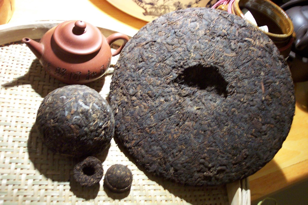 http://aboutteas.com/wp-content/uploads/2011/09/puer-tea-1.jpg